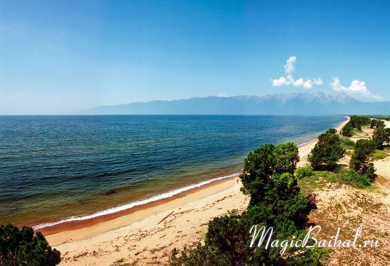Песчаный пляж баргузинского залива