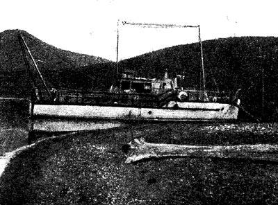 Катер Байкальской лимнологической станции «Бенедикт Дыбовский» в губе Фертик (Чивыркуйский залив).