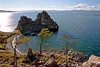Мыс Шаманский (Бурхан), западное побережье Ольхона. (67kb)